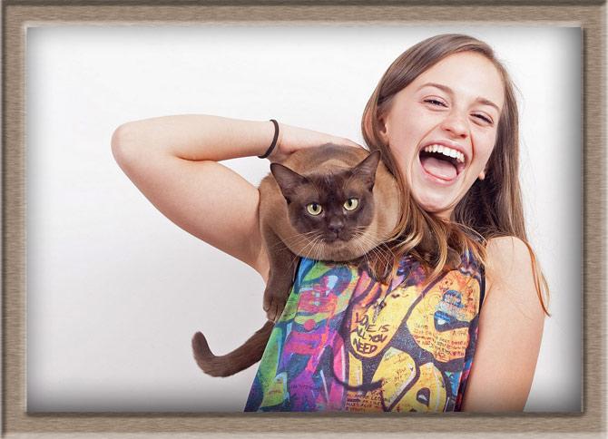 Рисунок 1 - Бурманская кошка со своей хозяйкой